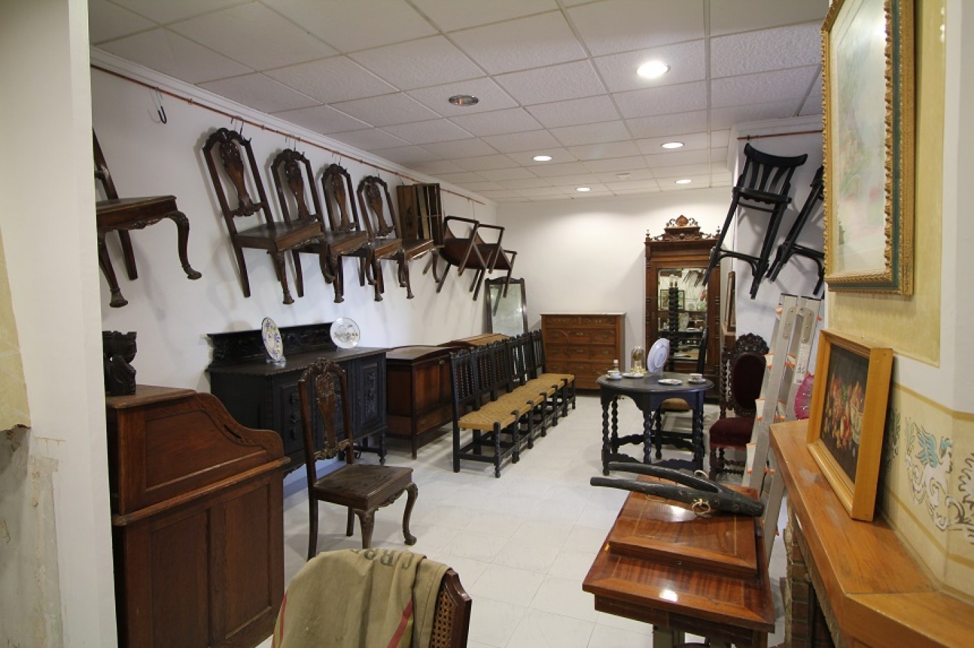 London Antiques showroom, fairs and auctions in Orihuela