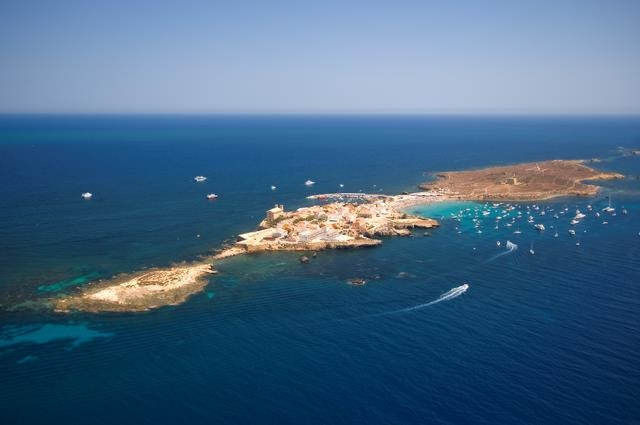 Alicante today marine reserve around tabarca island to - Hoteles en isla tabarca ...