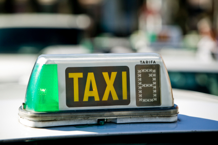Elche taxi drivers happy with Alicante airport checks