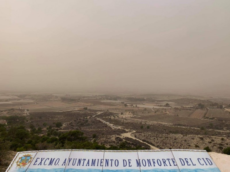 Saharan dust blurs the views in the province of Alicante