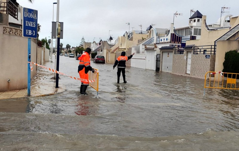 Torrevieja streets flooded after more than 60 millimetres of rain