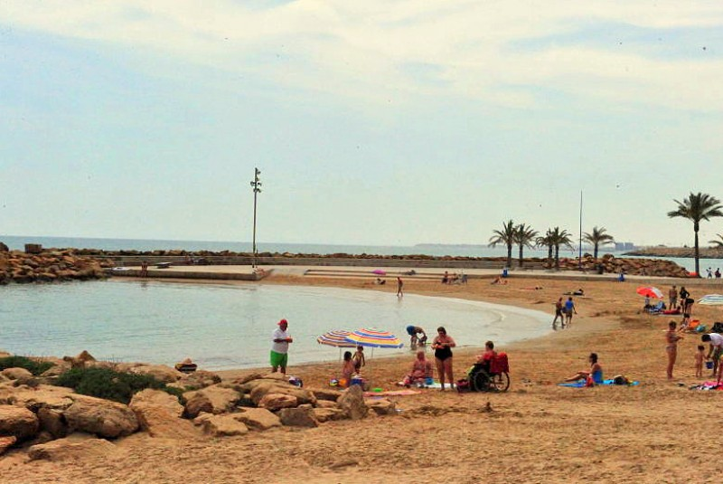 Kiosks and sun loungers to return to the beaches of Torrevieja beaches at Easter