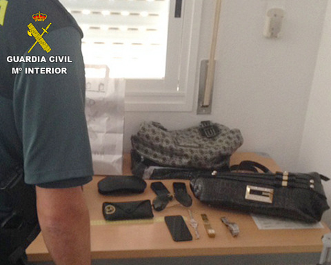 Rumanians arrested for thefts from Costa Blanca tourists at Alicante-Elche airport