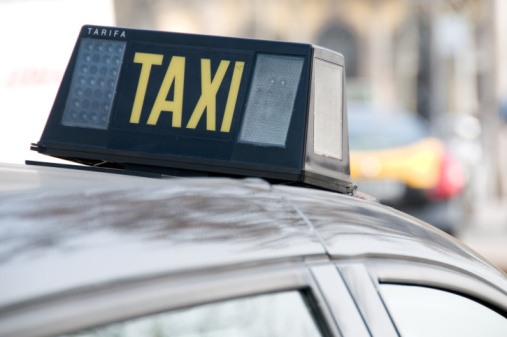 Alicante-Elche airport taxi drivers still unhappy with outside competition