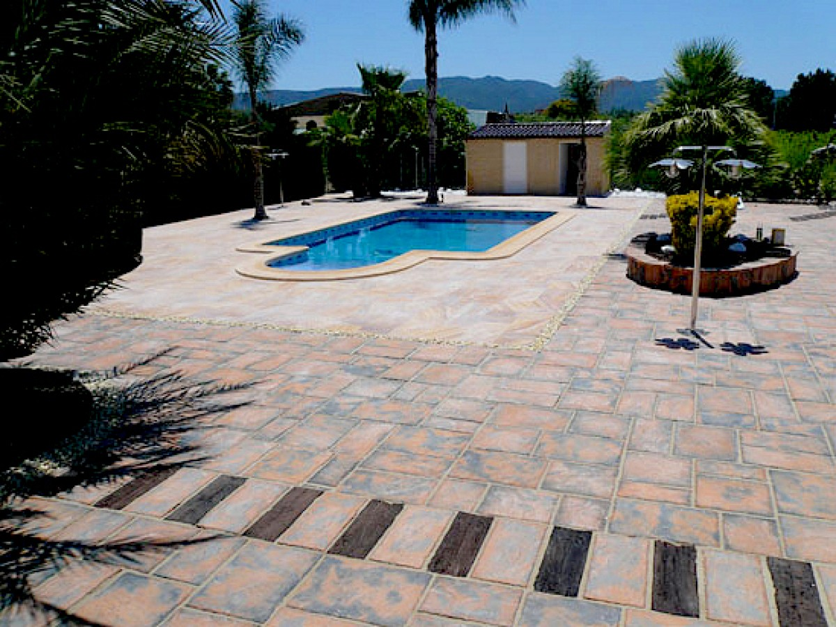 Rowlands decorative stonework, pavements and natural stone for rustic garden spaces to ultra-modern designs