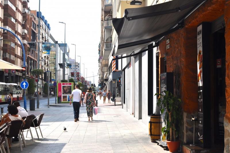 Shopping on Avenida de Maisonnave in Alicante City