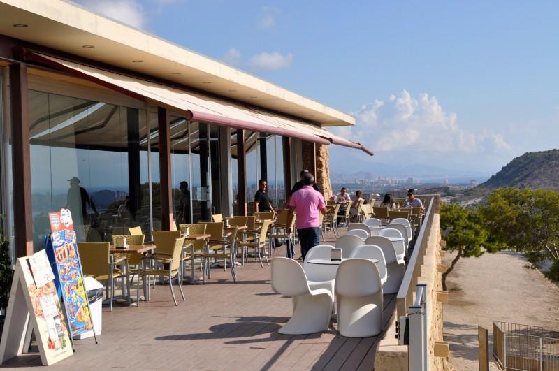 Breakfast in Santa Bárbara Castle in Alicante City