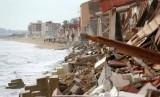 Casas de Babilonia destroyed by stormy seas in Guardamar del Segura