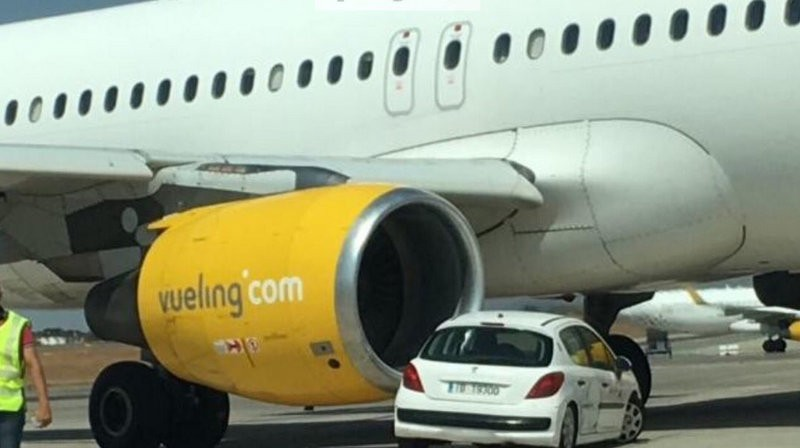 Alicante-Elche flight delayed seven hours after plane hits car