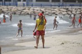 Alicante bather saved by off-duty lifeguard and retired fireman