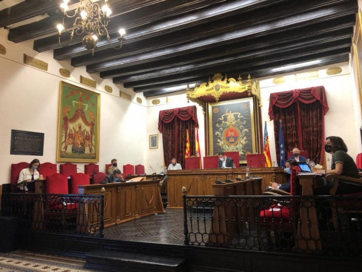 Elche council cancels charges for street market vendors and terrace charges for restaurants