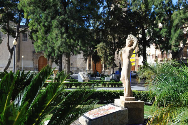 Orihuela, Parks, squares and an unusual lamp-post!