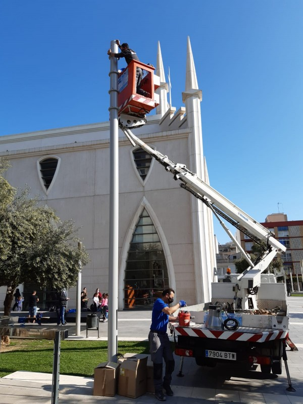 <span style='color:#780948'>ARCHIVED</span> - Torrevieja improves illumination in Plaza de Oriente