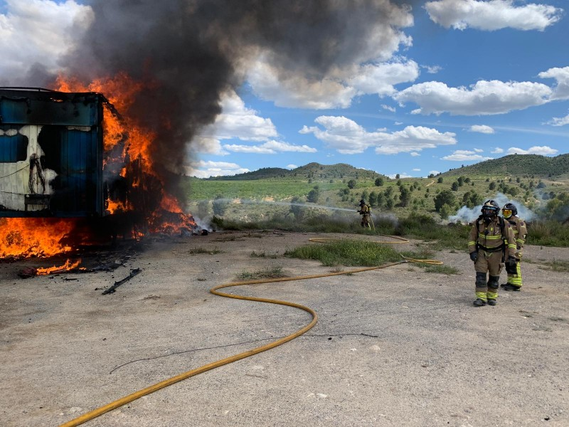 <span style='color:#780948'>ARCHIVED</span> - Trailer blaze in Cehegín prevented from spreading to mountainside