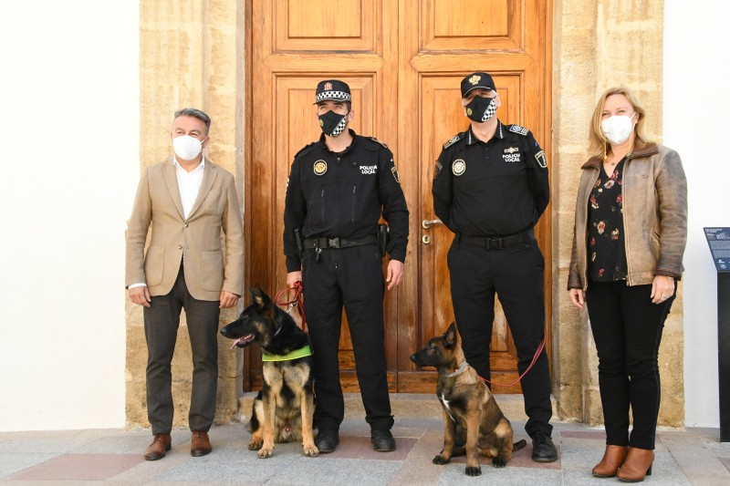 <span style='color:#780948'>ARCHIVED</span> - Xabia police welcome new super sniffer Khalan to the team