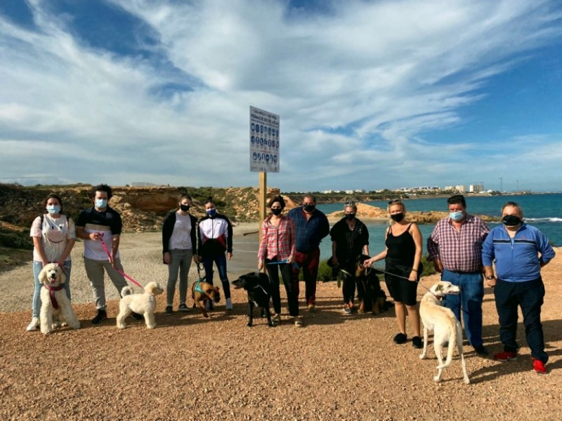 <span style='color:#780948'>ARCHIVED</span> - Orihuela opens its first beach for dogs