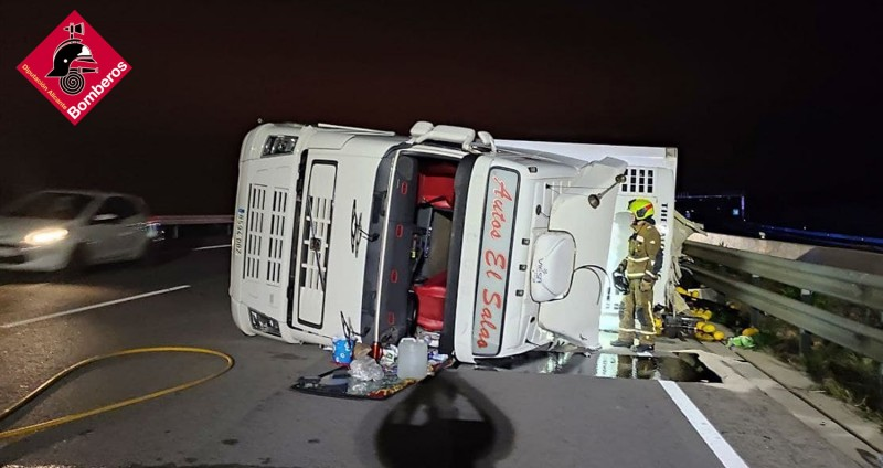 <span style='color:#780948'>ARCHIVED</span> - 24 tonne lorry overturns and spills gallons of diesel on the A-7 at Elche