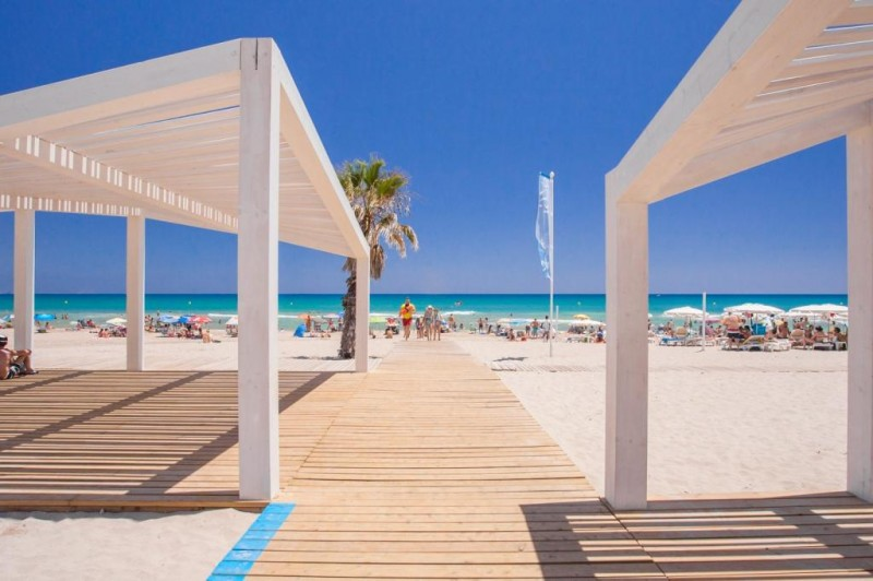 <span style='color:#780948'>ARCHIVED</span> - Alicante kicks off extended beach season on the Costa Blanca