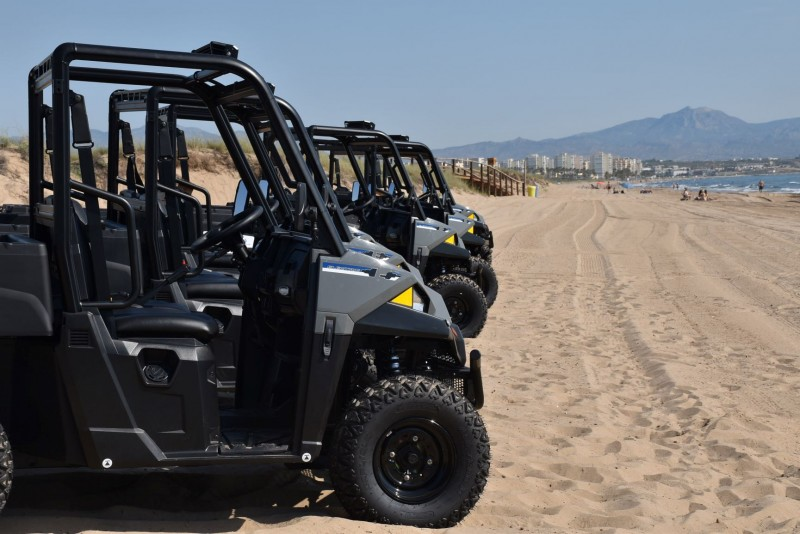 Elche unveils new heavy duty beach cleaning fleet