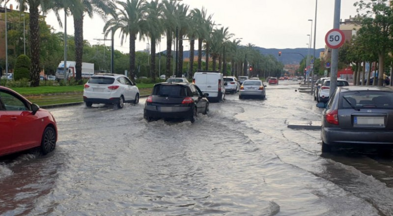 <span style='color:#780948'>ARCHIVED</span> - Heavy thunderstorm brings localized flooding to much of Murcia