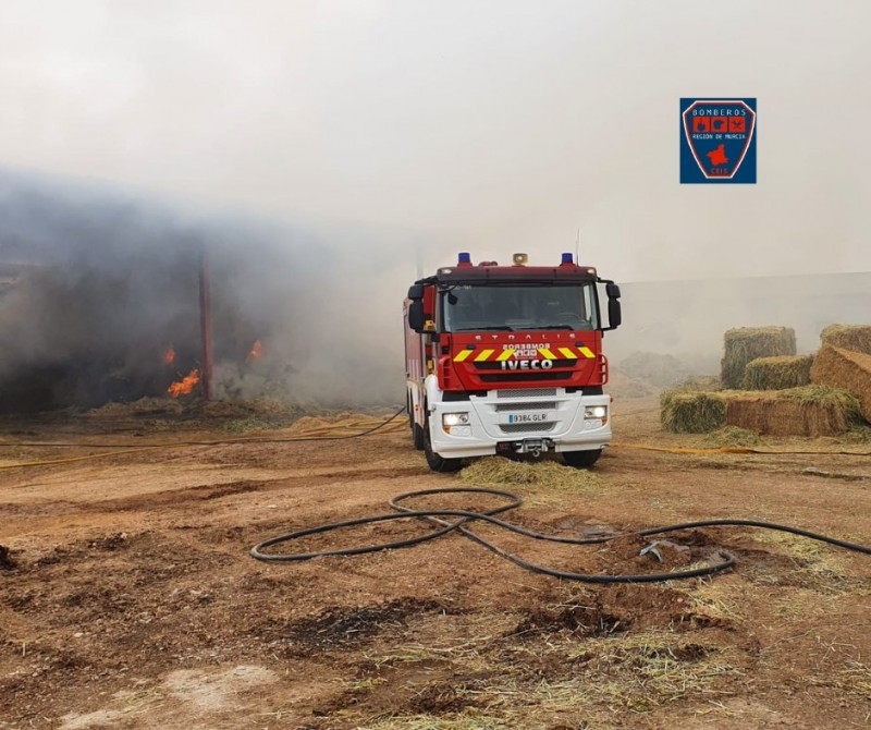 <span style='color:#780948'>ARCHIVED</span> - Fire destroys barn of straw bales in San Javier
