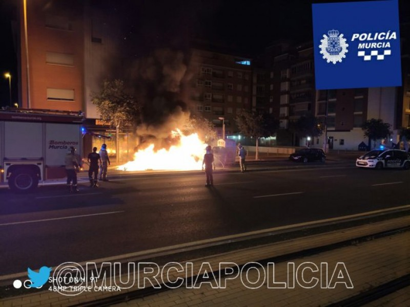 <span style='color:#780948'>ARCHIVED</span> - Arrested for burning 16 bins in the early hours of the morning in Murcia city