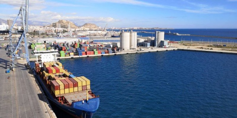 17 crew on cargo ship docked in Alicante port test positive for Covid