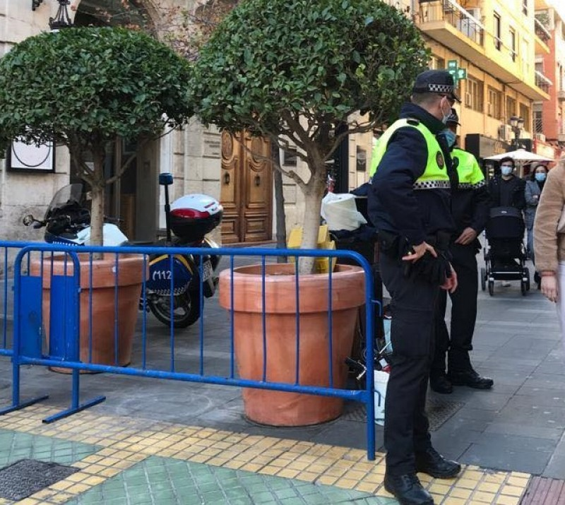 Police find staff including chef with Covid working at Alicante restaurant