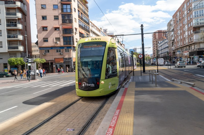 <span style='color:#780948'>ARCHIVED</span> - Serious collision as car jumps red light and collides with tram in Murcia