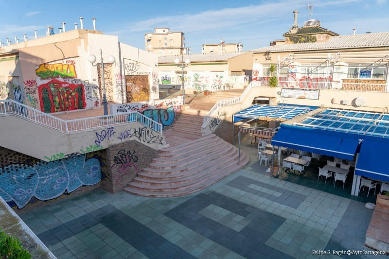 <span style='color:#780948'>ARCHIVED</span> - Outdoor terraces in Las Dunas shopping centre closed to cut down on illegal drinking parties