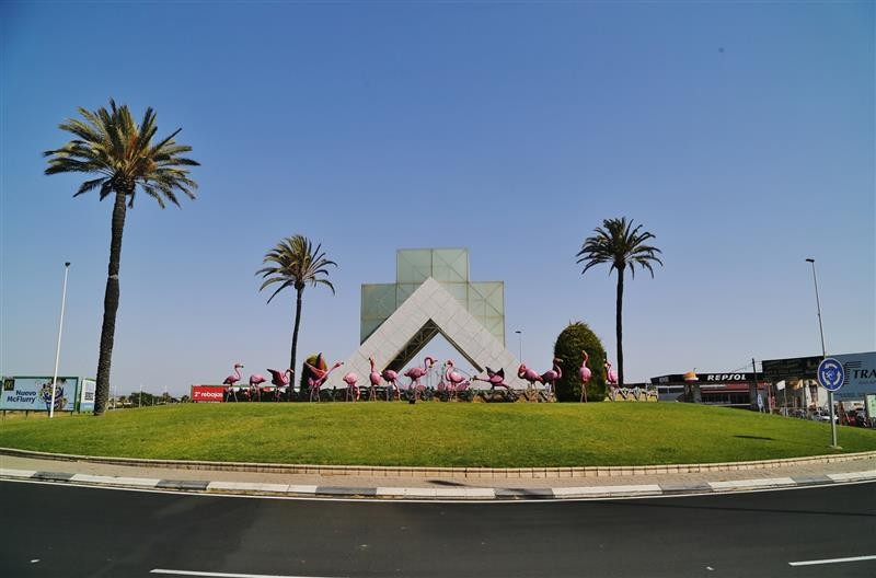 <span style='color:#780948'>ARCHIVED</span> - Emblematic flamingos adorn Torrevieja roundabout