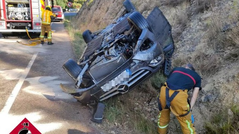 <span style='color:#780948'>ARCHIVED</span> - Female motorist trapped in overturned car after crash in Alcoy