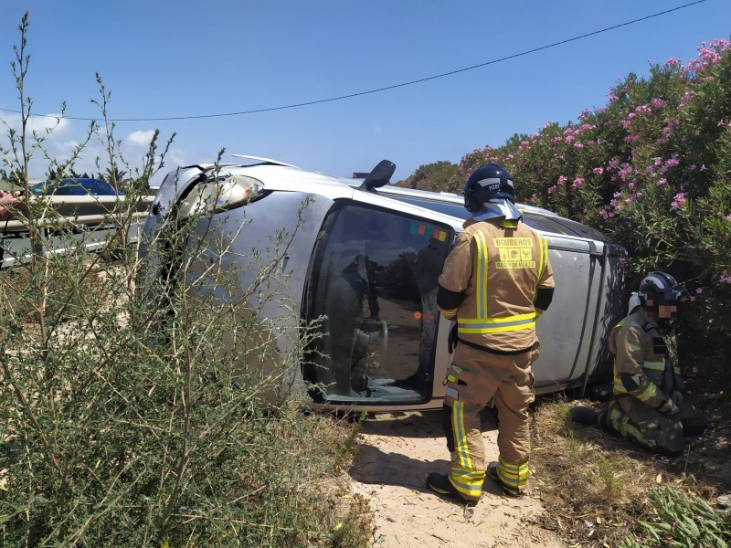 <span style='color:#780948'>ARCHIVED</span> - Woman rescued from car on AP-7 in Pilar de la Horadada