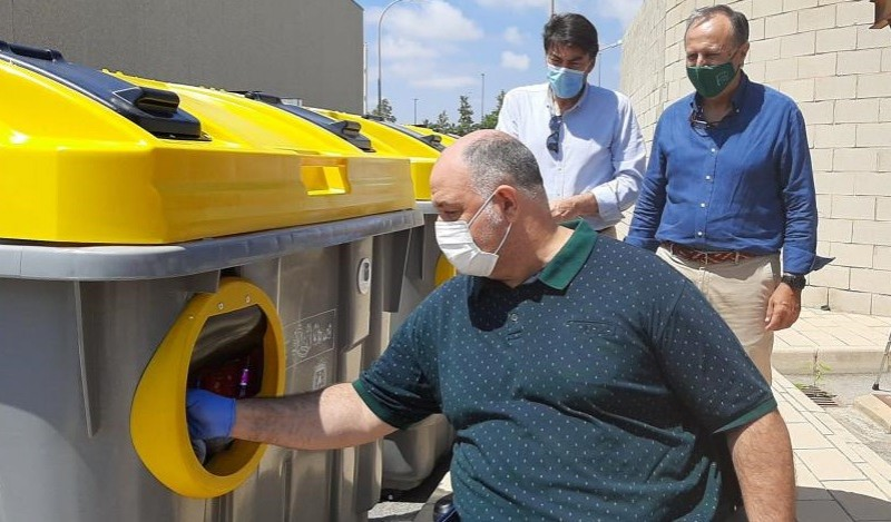 <span style='color:#780948'>ARCHIVED</span> - Alicante installs adapted recycling bins for elderly and visually impaired