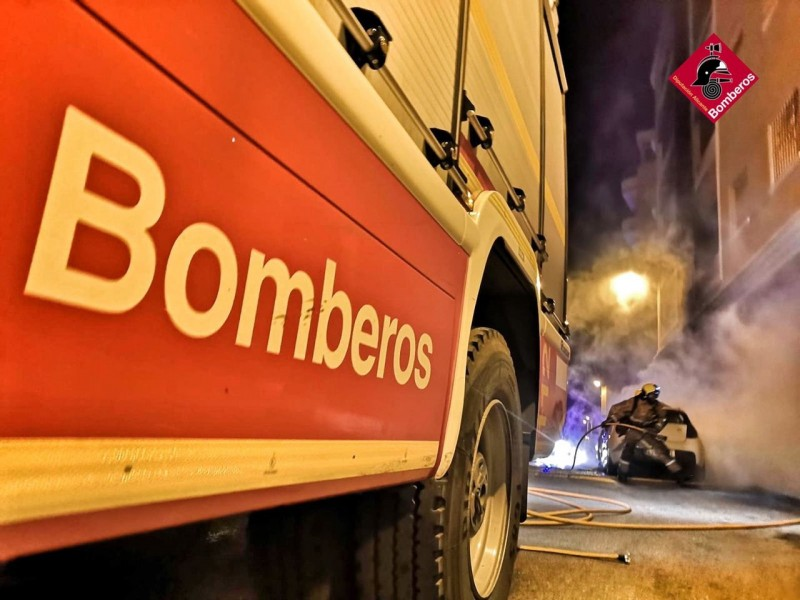 <span style='color:#780948'>ARCHIVED</span> - Fire in rubbish bin damages six vehicles and three buildings in Alicante