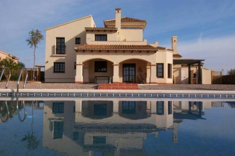 Alicante is fifth most sought-after destination amongst luxury home buyers; Malaga is first