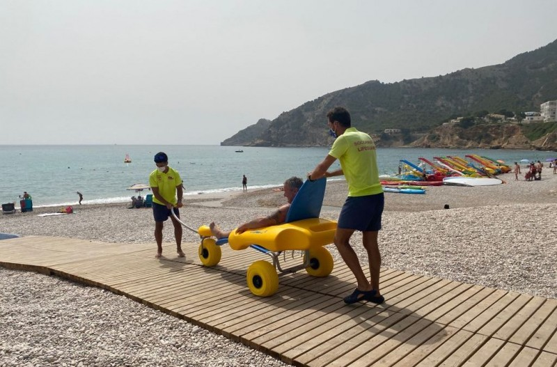 <span style='color:#780948'>ARCHIVED</span> - Albir beach accessible to people with reduced mobility for first time