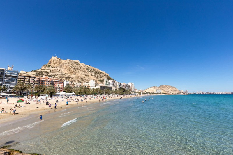 <span style='color:#780948'>ARCHIVED</span> - Beach tragedy as man drowns in Alicante