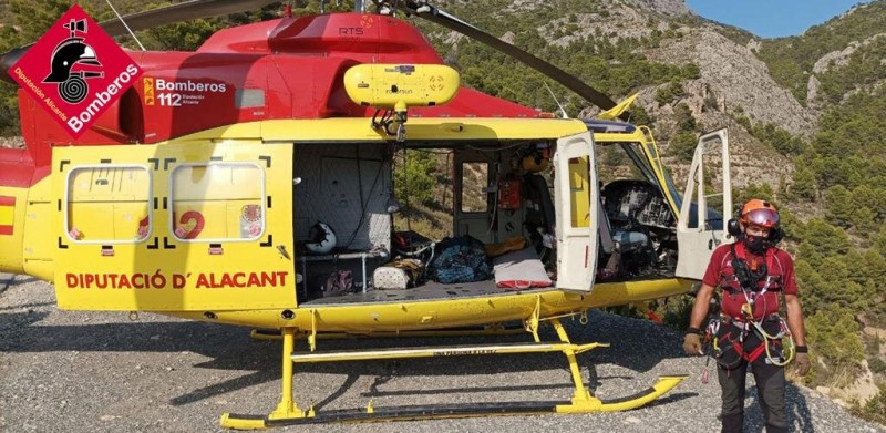 <span style='color:#780948'>ARCHIVED</span> - Biker in dramatic air rescue after plunging 100 metres over side of mountain in Alicante
