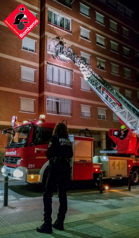 Benidorm firefighters climb through 3rd-storey window to rescue man who was sleeping safe and sound