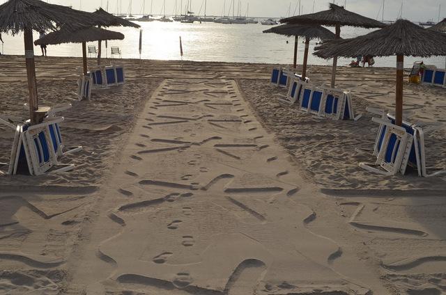 <span style='color:#780948'>ARCHIVED</span> - Stars in the sand on the Barnuevo beach of Santiago de la Ribera