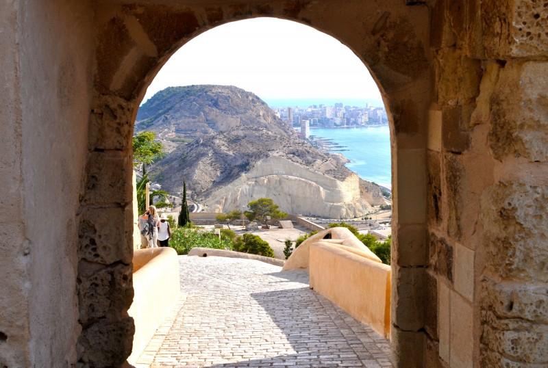 Morning out in Alicante route 3: Castle and el Barrio de Santa Cruz